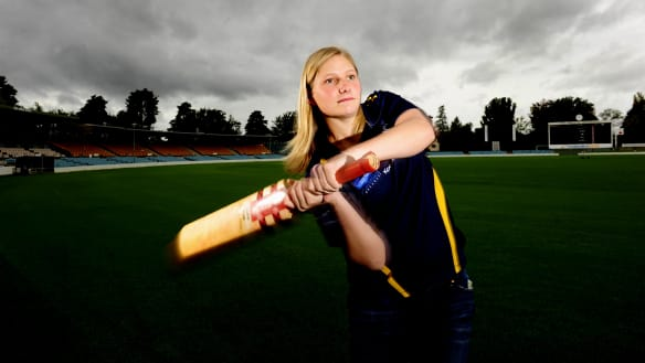 Superstar Canberran Zoe Cooke earns ACT Meteors deal