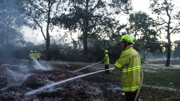 Grass fire extinguished at Woden Cemetery
