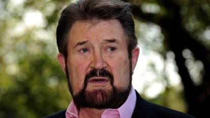 Derryn Hinch throws future of refugee medical transfer bill into doubt