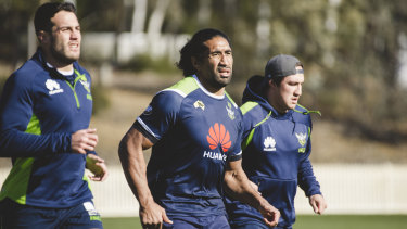 Sia Soliola has recommitted to the Raiders.