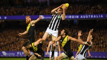 Mason Cox in action against the Tigers in last year's preliminary final.