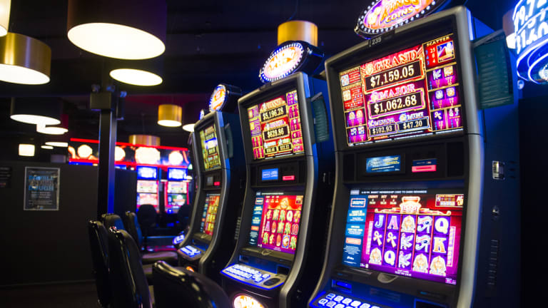 AFL clubs have been given new 20 year licences to operate pokies machines.