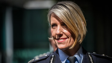 Assistant Commissioner Justine Saunders quits role as ACT chief police officer.