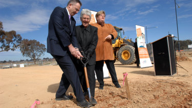 Jon Stanhope at a sod turning ceremony in Forde for a CHC project in 2009.