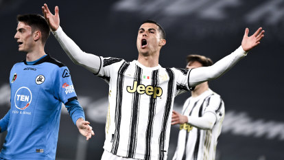 Ronaldo marks 600th league game with landmark goal