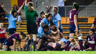 NSW celebrate Grace Hamilton's match-winning second-half try in the Super W final.