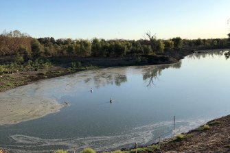 Menindee Lakes are filling up fast, prompting the NSW government to prepare to remove block banks that provided temporary pools for stock and domestic use along the Lower Darling River.