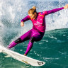 Gilmore, Fitzgibbons cruise into third round at J-Bay