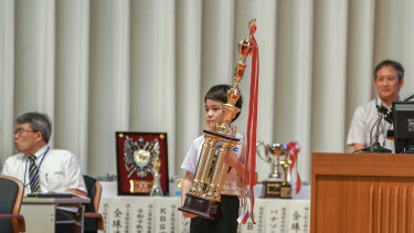 Kota Ginama, 11, of Okinawa, won the individual prize in the elementary school category in Kyoto.