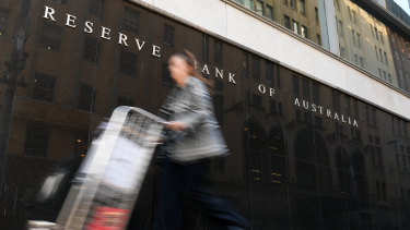 Minutes of the Reserve Bank's October meeting, at which it cut official interest rates, show the move was keenly debated.