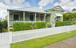 Verandahs, wide eaves and windows with awnings are features that should be incorporated into modern housing, say University of Queensland researchers.
