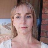 Lynne Jackson lent Deanne de Leeuw money.
