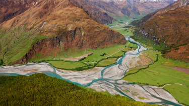 Kawarau River and Kawarau Gorge, near Queenstown, New Zealand.
