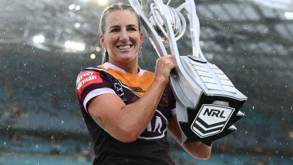 Brigginshaw slams Roosters over 'dirty' post ahead of NRLW grand final