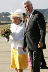 Michael Jeffery greets the Queen in Canberra in 2006.