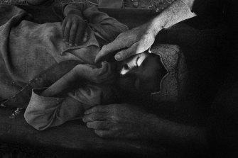Wounded child, Gonbad village, Kandahar Province, 2005.