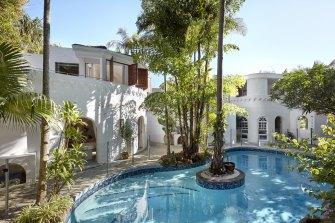 Luxury surroundings at Raes on Wategos guest house.