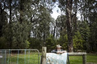 Kinglake West resident Mark Morrow property is still surrounded by dangerous bush