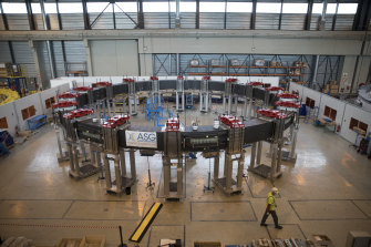 A component designed to shape plasma and meant for the assembly of the ITER, a project with the giant ambition to replicate the energy of the sun.