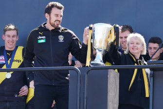 Richmond CEO Brendon Gale and president Peggy O'Neal celebrate on Sunday.