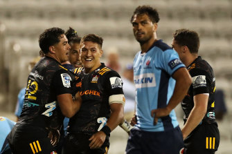 Anton Lienert-Brown scores for the Chiefs and Karmichael Hunt can't look.