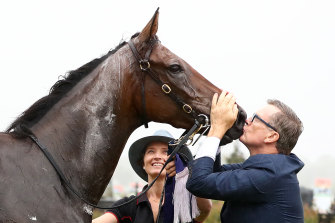 David Vandyke kisses Alligator Blood after the CS Hayes Stakes.