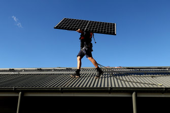 A key consumer advocate is backing a proposed tariff on supply of household rooftop solar power that is supplied into the energy grid.