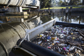 Plastic pollution is getting worse in the Yarra River.