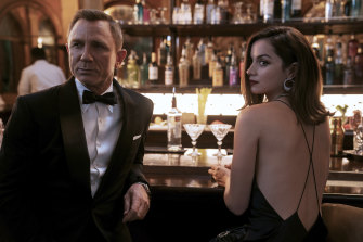 Daniel Craig with Ana de Armas in No Time to Die.
