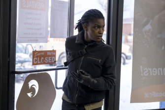Ashley Romans as Agent 355 in Y: The Last Man Standing.