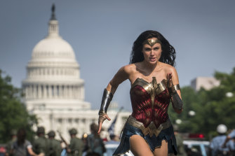 Wonder Woman (Gal Gadot) is back.