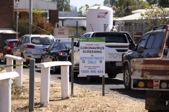 Cars line up for testing at the Katherine Hospital.