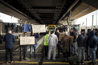The Mernda traders' level-crossing protest lasted all of eight minutes.
