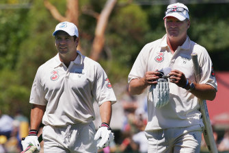 Dean Jones (right) with fellow Victorian cricketer Brad Hodge.