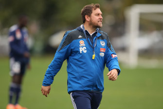 Peter Cklamovski gives instructions during a Melbourne Victory A-League training session in 2014.