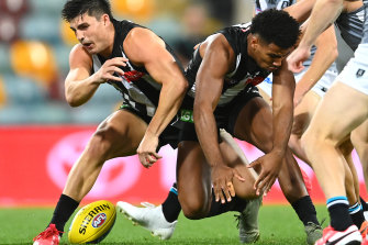 Pies collide: Brayden Maynard and Isaac Quaynor clash.