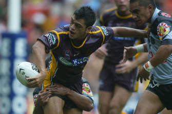 Karmichael Hunt playing for the Broncos in 2004.