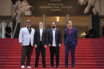Nick Batzias, dari kiri, Caleb Landry Jones, sutradara Justin Kurzel dan Shaun Grant berpose untuk para fotografer setibanya di pemutaran perdana film Nitram di Cannes.