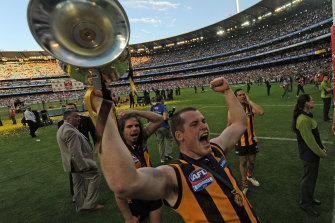 Roughead celebrates with the 2008 premiership cup.