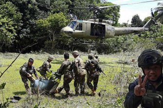 Philippine soldiers carry bodies towards a military helicopter. A long-held Dutch hostage was shot and killed by his Abu Sayyaf captors when he tried to escape during a gun battle in southern Philippines in 2019.