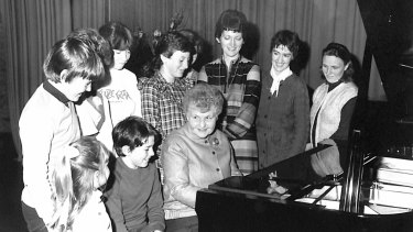 Pianist Judy Hall, at piano, and pupil Timothy Young, far left, age 11, at a Melbourne summer music school in 1981.