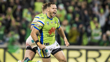Aidan Sezer has re-signed with the Raiders for another two years.