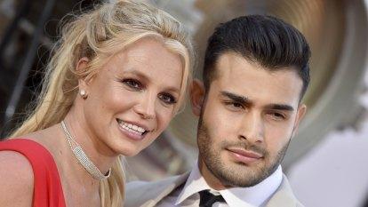 Britney Spears announces engagement to longtime boyfriend, Sam Asghari
