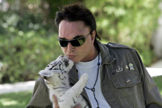 Roy Horn, of the illusionist team of Siegfried & Roy, kisses a six-week-old tiger cub at his Las Vegas home in 2008.