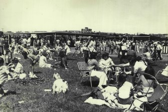 Punters and families on the old Randwick Flat in 1976.