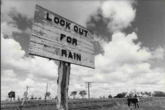 A sign with a humour adjustment near Moree in the 1980 drought.