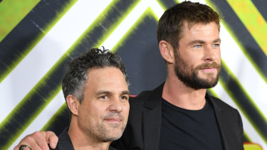 Mark Ruffalo (L) and Chris Hemsworth on the red carpet for an early screening of Thor Ragnarok in Sydney in October 2017.