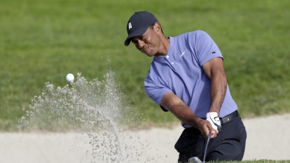 Woods chases PGA history, Leishman in mix at Torrey Pines