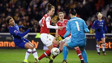 Kerr has a shot saved by Arsenal goalkeeper Manuela Zinsberger.