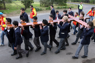 Students from Redfield College march with the cross in Dural in 2008.